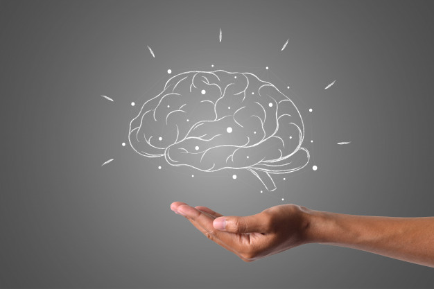 o-cerebro-escreve-com-giz-branco-esta-na-mao-desenhar-o-conceito_1150-19556
